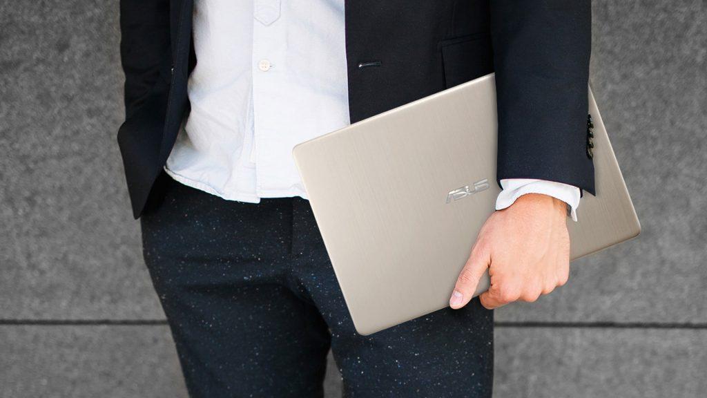 VivoBook S15 in use